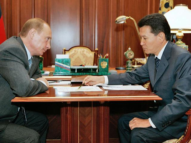 Ilyumzhinov playing chess against Vladimir Putin (AFP/Getty)