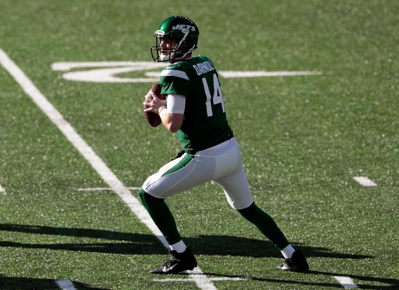 Sam Darnold drops back to pass during Jets game against Dolphins
