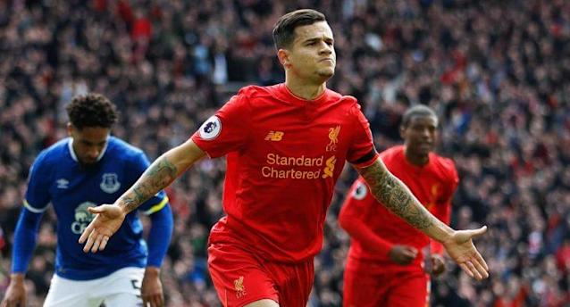 Liverpool's Philippe Coutinho celebrates scoring their second goal as Everton's Ashley Williams(L) looks dejected (Action Images via Reuters / Carl Recine)