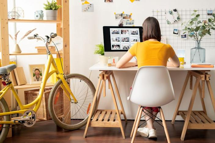 Want to stay at home, but make some money? Try these Apps