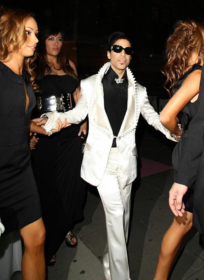 "Only Prince could pull off an outfit like that. <a href=""http://www.splashnewsonline.com"" target=""new"">Splash News</a> - September 18, 2007"
