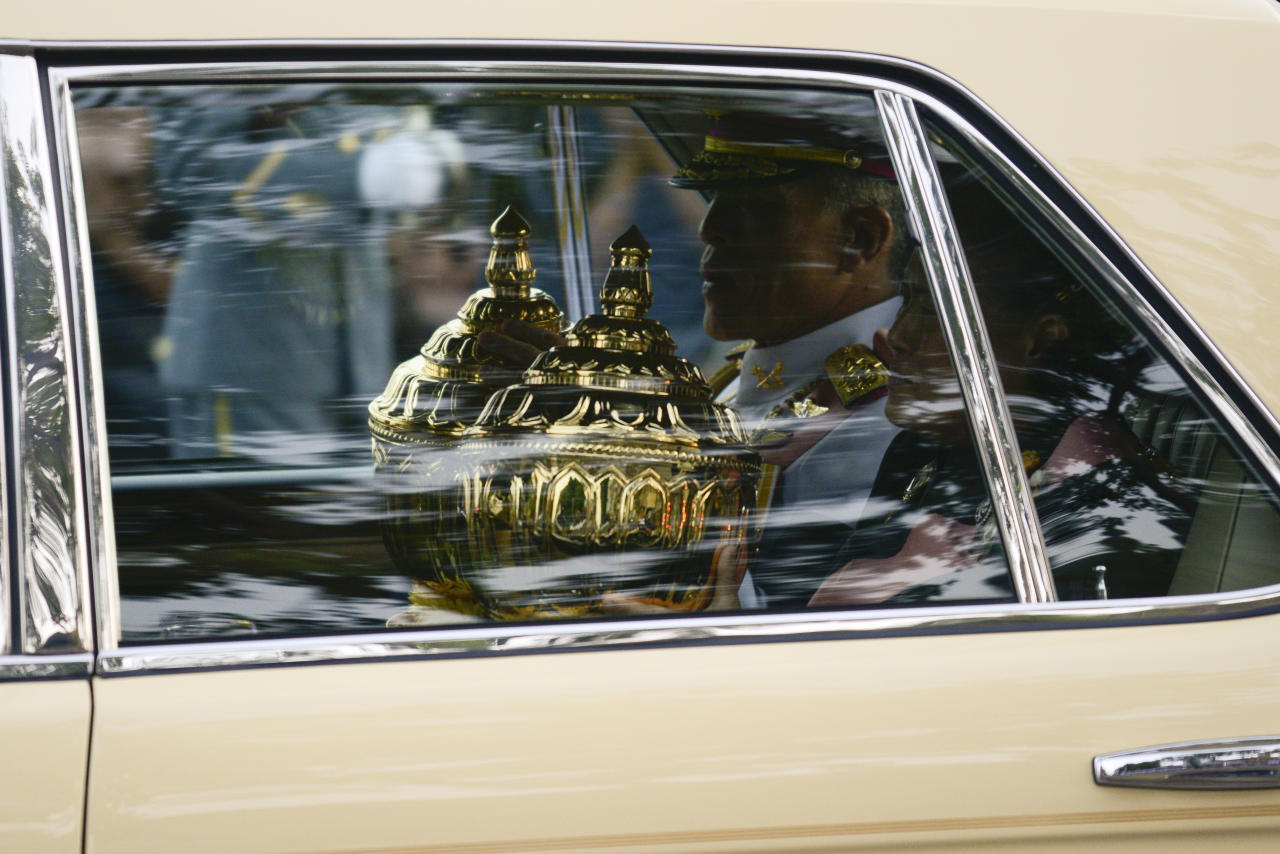 <p>Thailand's King Maha Vajiralongkorn (L) and Princess Maha Chakri Sirindhorn (R) escort the relics and bone ashes of Thailand's late King Bhumibol Adulyadej to be enshrined in two temples in Bangkok, Thailand, Oct. 29, 2017. (Photo: Anusak Laowilas/NurPhoto via Getty Images) </p>