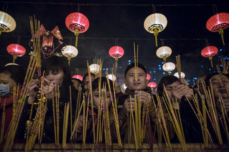 People pray and burn joss sticks at Wong Tai Sin temple to welcome in the Lunar New Year in Hong Kong (AFP Photo/Dale de la Rey)