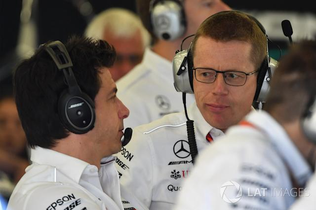"""Toto Wolff, Direttore del Motorsport Mercedes AMG F1 e Andy Cowell, Managing Director, Mercedes AMG High Performance Powertrains <span class=""""copyright"""">Mark Sutton / Motorsport Images</span>"""