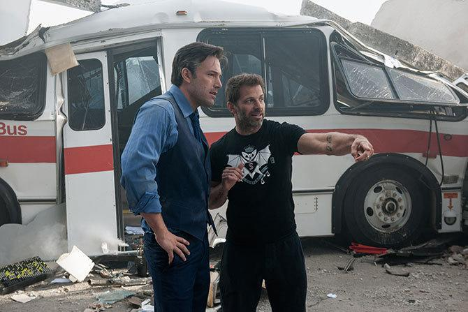 Ben Affleck y Zack Snyder en el set de Batman V Superman (©Warner Bros.)