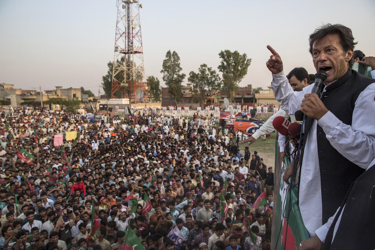 NAROWAL, PAKISTAN - MAY 02: Imran Khan, chairman of the Pakistan Tehreek e Insaf (PTI) party, addresses supporters during an election campaign rally on May 01, 2013 in Narowal, Pakistan. Pakistan's parliamentary elections are due to be held on May 11. Imran Khan of Pakistan Tehreek e Insaf (PTI) and Nawaz Sharif of the Pakistan Muslim League-N (PMLN) have been campaigning hard in the last weeks before polling. (Photo by Daniel Berehulak/Getty Images)