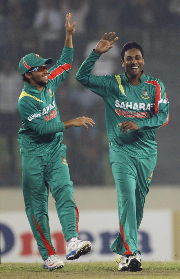 Bangladesh's Mominul Haque (L) congratulates Sohag Gazi after he dismissed New Zealand's James Neesham successfully during their second one-day international (ODI) cricket match in Dhaka October 31, 2013. REUTERS/Andrew Biraj (BANGLADESH - Tags: SPORT CRICKET)