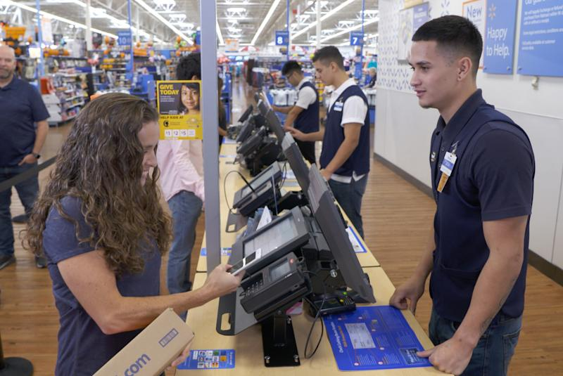Walmart seeks online edge with 35-second returns