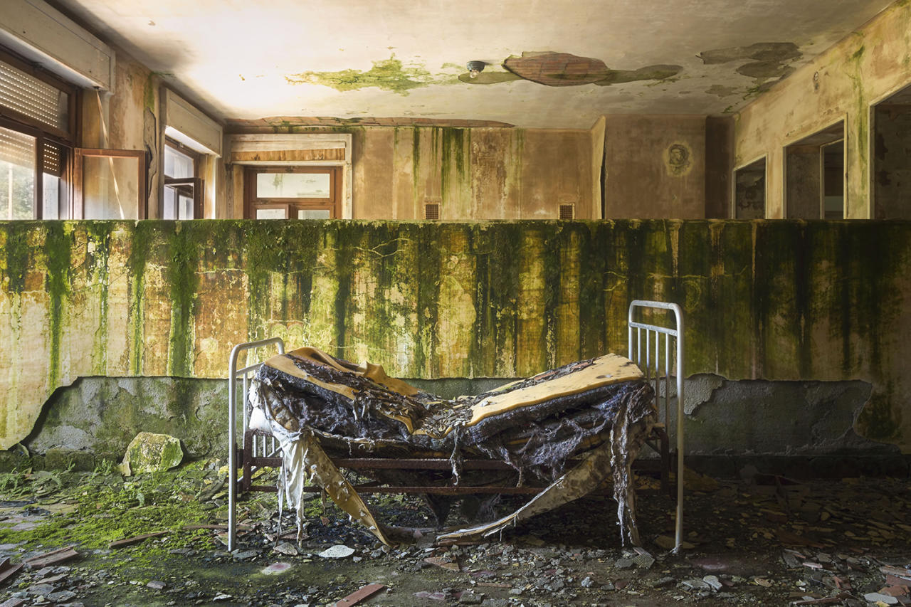 <p>Roman Robroek, 30, has taken these eerie shots from deserted castles. (Photo: Roman Robroek/Caters News) </p>