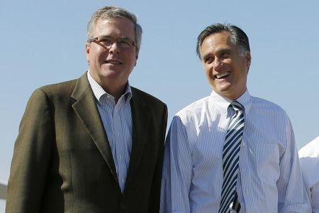 Republican presidential nominee Mitt Romney and former Florida Governor Jeb Bush (L) pose for a photograph together after a 2012 Romney for President campaign rally in Tampa, Florida October 31, 2012.   REUTERS/Brian Snyder