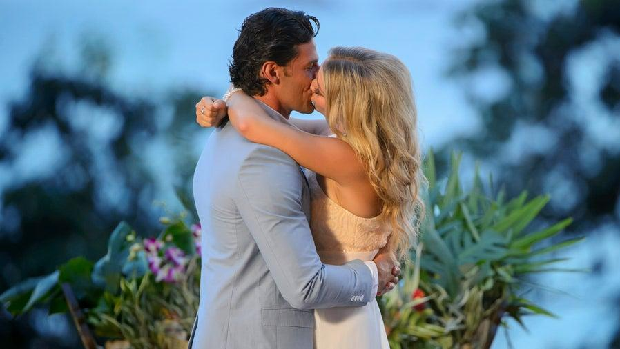 Tim Robards and Anna Heinrich on The Bachelor kissing