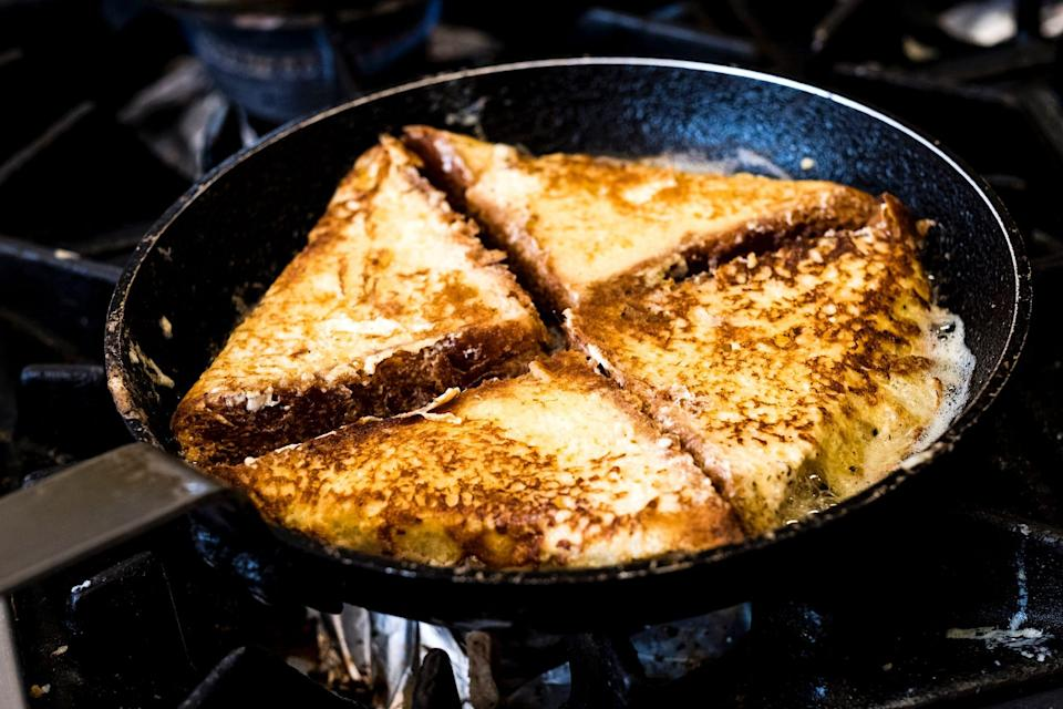 Frying pan with bread
