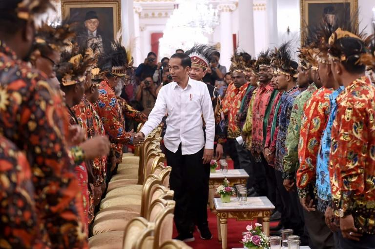 President Joko Widodo met Papuan and West Papuan leaders and chiefs at the state palace in Jakarta