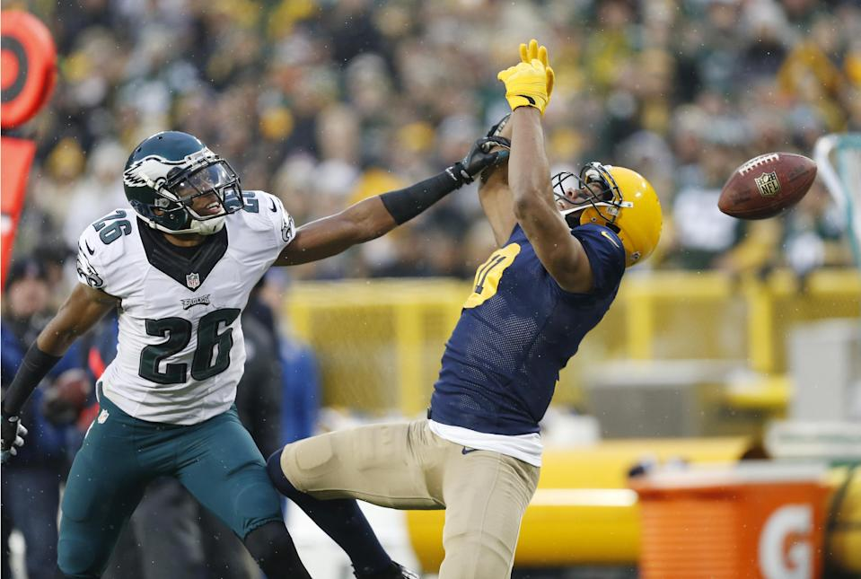 Philadelphia Eagles' Cary Williams breaks up a pass intended for Green Bay Packers' Jarrett Boykin during the first half of an NFL football game Sunday, Nov. 16, 2014, in Green Bay, Wis. (AP Photo/Mike Roemer)