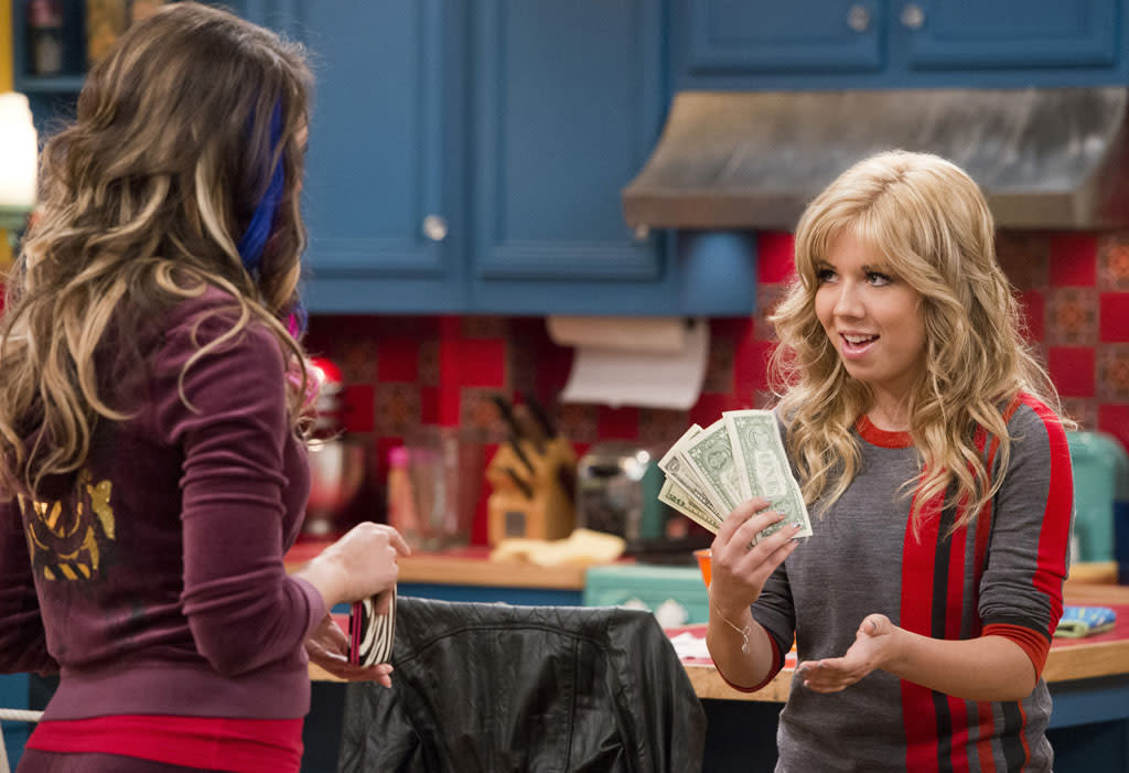 "Sam Puckett (Jennette McCurdy) in the ""Sam & Cat"" series premiere, ""#Pilot."""