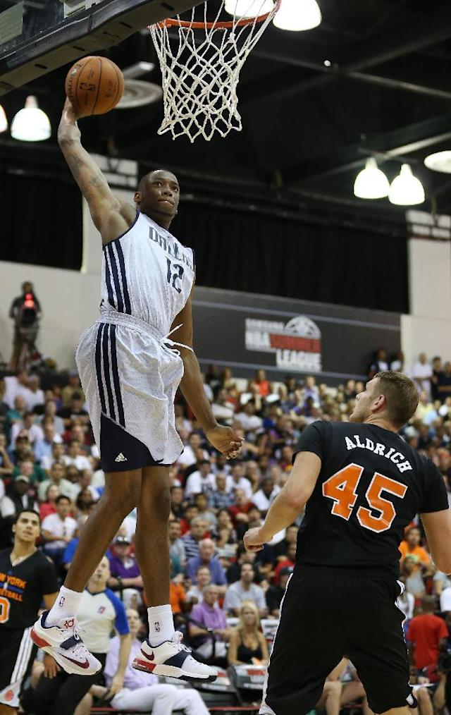 Dallas Mavericks' Eric Griffin dunks the ball against the New York Knicks in an NBA summer league basketball game Friday, July 11, 2014, in Las Vegas. (AP Photo/John Locher)