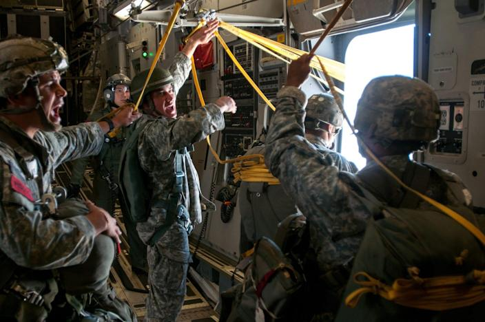 Army 82nd Airborne paratroopers
