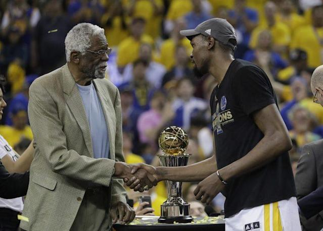 """Bill Russell presents <a class=""""link rapid-noclick-resp"""" href=""""/nba/players/4244/"""" data-ylk=""""slk:Kevin Durant"""">Kevin Durant</a> with the Finals MVP award named in his honor. (AP)"""