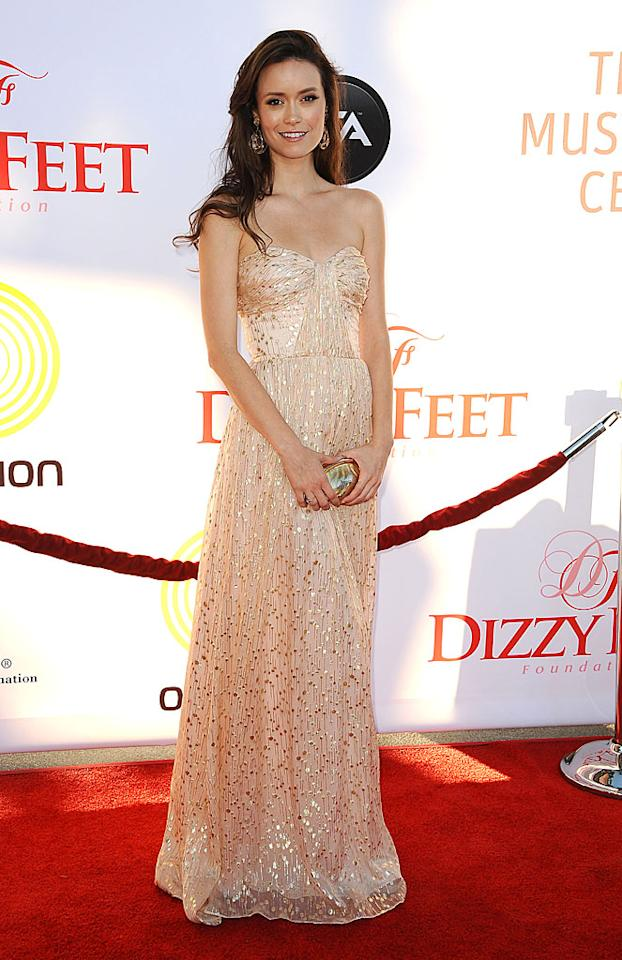 """Firefly"" and ""Serenity"" alum Summer Glau oozed elegance as she entered Dizzy Feet's Celebration of Dance Gala on Saturday evening in an ethereal Erin Fetherston gown covered in mini mirrors. Over-sized earrings allowed the sci-fi babe to get away with going sans necklace. (7/28/2012)<br><br><a target=""_blank"" href=""http://omg.yahoo.com/news/comic-con-9-shiny-moments-fireflys-10-anniversary-191200511.html"">""Firefly"" cast reunites at Comic-Con</a>"