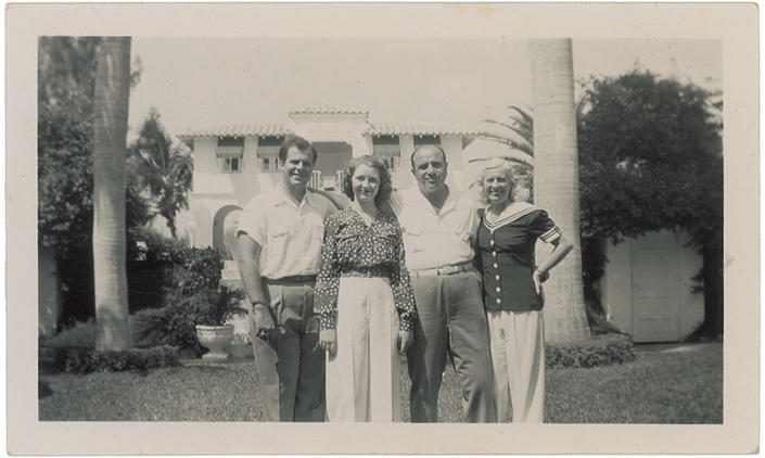 """This image released Thursday, May 30, 2013, by RR Auction in Amherst, N.H., shows a photo of gangster Al Capone with his family in Florida after he got out of prison. The photo is part of an """"Old West, Gangsters and Mobsters"""" collection that will be auctioned in June. (AP Photo/RR Auction)"""