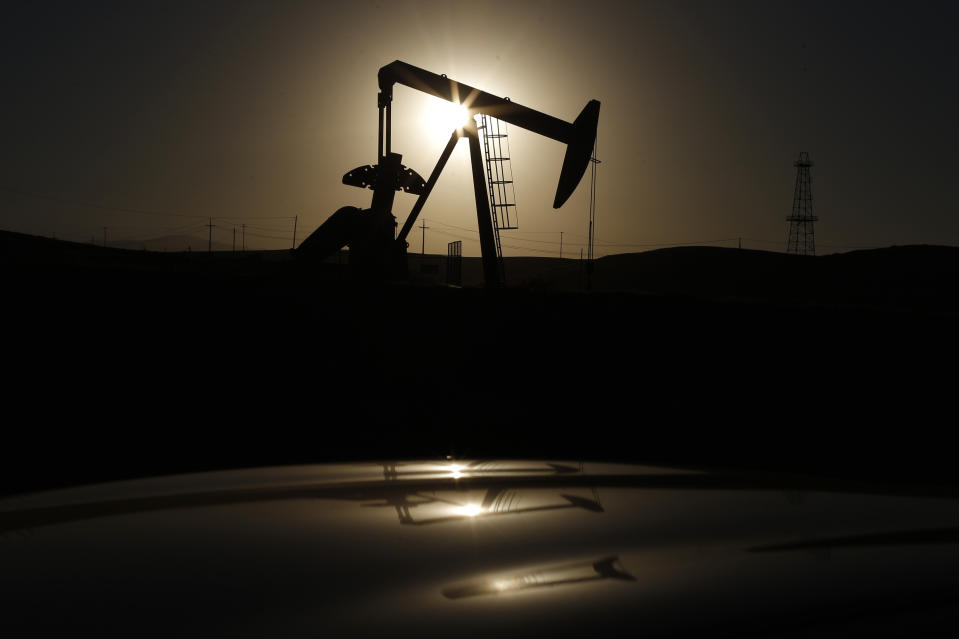 A pump jack is seen at sunrise near Bakersfield, California October 14, 2014. Brent crude hit a new four-year low on Wednesday before recovering to just under $85 a barrel, as faltering global growth curbed demand for fuel at a time of heavy oversupply. Oil saw its biggest daily fall in more than three years on Tuesday after the West's energy watchdog slashed its forecasts for world oil demand for this year and 2015. Picture taken October 14, 2014. REUTERS/Lucy Nicholson (UNITED STATES - Tags: ENERGY BUSINESS TPX IMAGES OF THE DAY)
