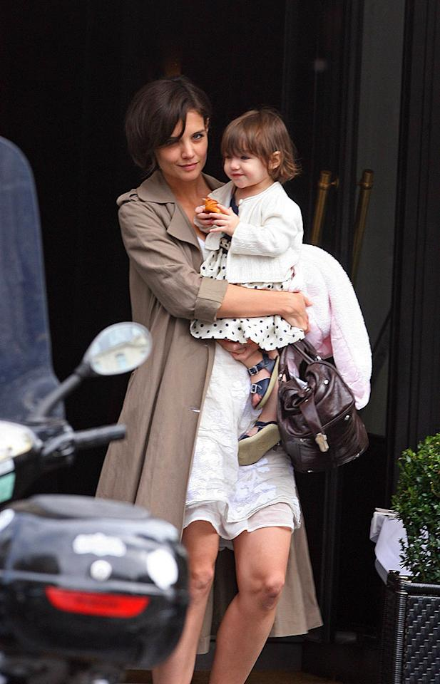 "Katie Holmes and her daughter Suri tour Paris before doing some shopping. A/<a href=""http://www.x17online.com"" target=""new"">X17 Online</a> - August 23, 2007"