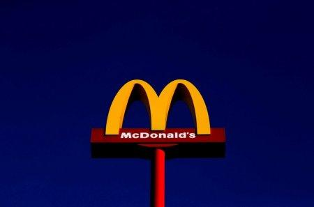 Gourmet burgers, global sales drive McDonald's results beat