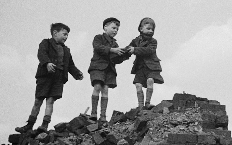 Children playing in an East End bomb site in 1946 - Bill Brandy Getty Images