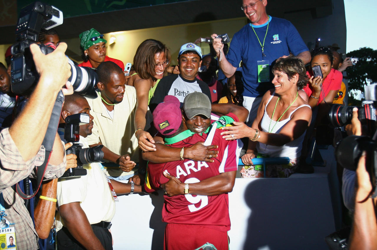 BRIDGETOWN, BARBADOS - APRIL 21:  Brian Lara of West Indies walks a lap of honour after his final match during the ICC Cricket World Cup Super Eights match between West Indies and England at the Kensington Oval on April 21, 2007 in Bridgetown, Barbados.  (Photo by Tom Shaw/Getty Images)