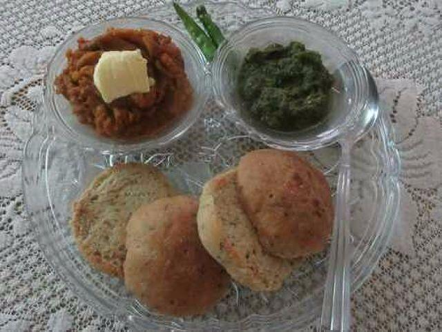 Whole Wheat Herby Pav, Buttery Pav Bhaji And Spicy Green Chutney