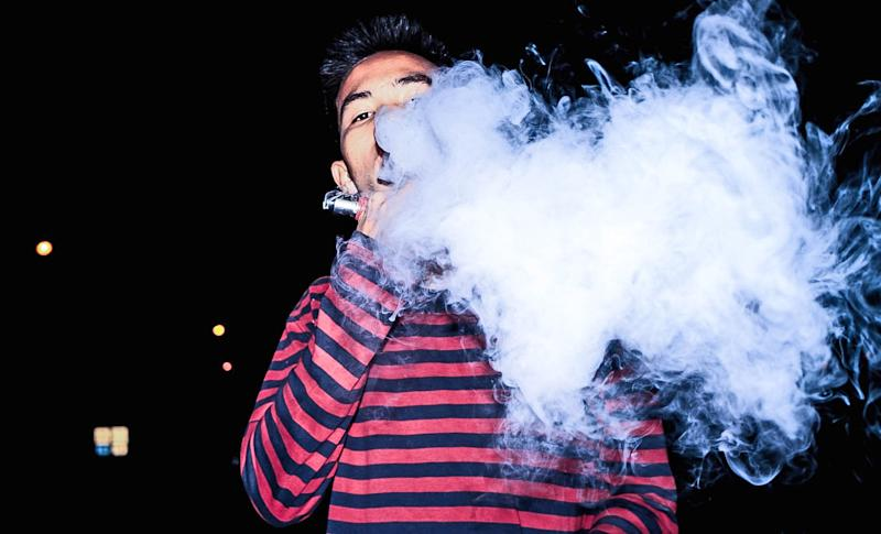California is cracking down on fake vaping products, which may play a role in the vaping-related lung damage and deaths seen across the country. (Photo: Getty Images)