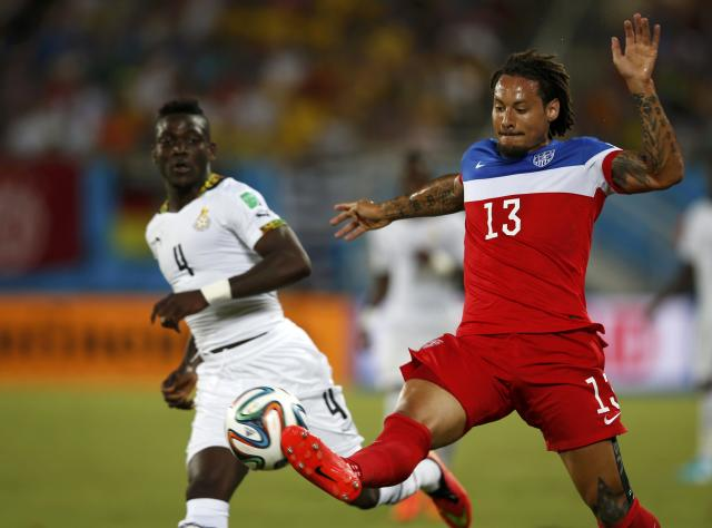 Jermaine Jones (R) of the U.S. fight for ball with Ghana's Daniel Opare during their 2014 World Cup Group G soccer match at the Dunas arena in Natal June 16, 2014. REUTERS/Toru Hanai (BRAZIL - Tags: SOCCER SPORT WORLD CUP)