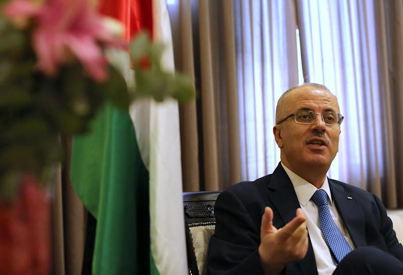 Palestinian Prime Minister Rami Hamdallah gestures during an interview at his office in the West Bank city of Ramallah on September 7, 2014 (AFP Photo/Abbas Momani)