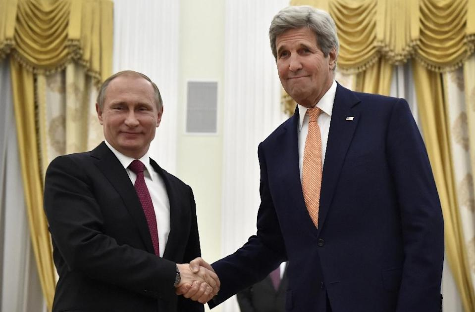 Russian President Vladimir Putin (L) shakes hands with US Secretary of State John Kerry during a meeting at the Kremlin in Moscow, on March 24, 2016 (AFP Photo/Alexander Nemenov)