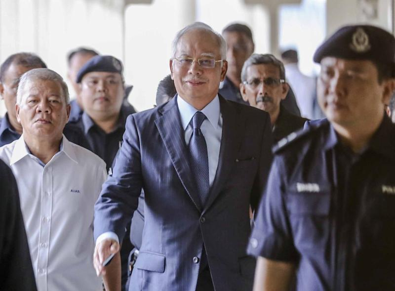 Datuk Seri Najib Razak said Singapore Prime Minister Lee Hsien Loong expressed a preference to retain the Johor-Singapore Causeway as the bridge was still good for another 30 years. ― Picture by Firdaus Latif