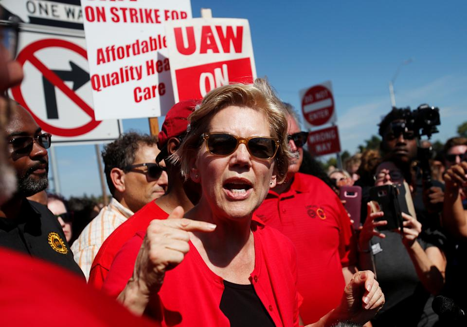 Sen. Elizabeth Warren on the picket line with striking GM plant workers in Hamtramck, Mich., on Sept. 22. (Photo: Rebecca Cook/Reuters)