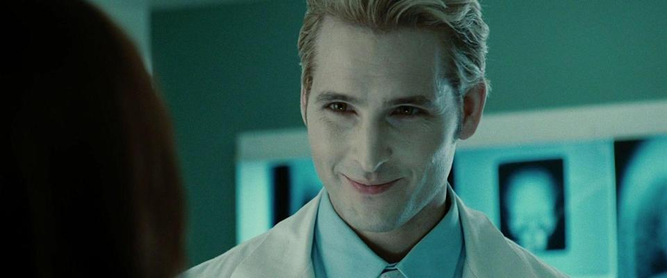 <p>The chiseled jaw and piercing eyes of Carlisle Cullen (everyone's favorite vampire zaddy) belonged to Peter Facinelli. He'd had a few roles in well-known projects like <em>Can't Hardly Wait</em> and <em>Six Feet Under, </em>but <em>Twilight</em> was by far his biggest job at that point.He was also married to Jennie Garth (aka Kelly from <em>90210</em>).</p>