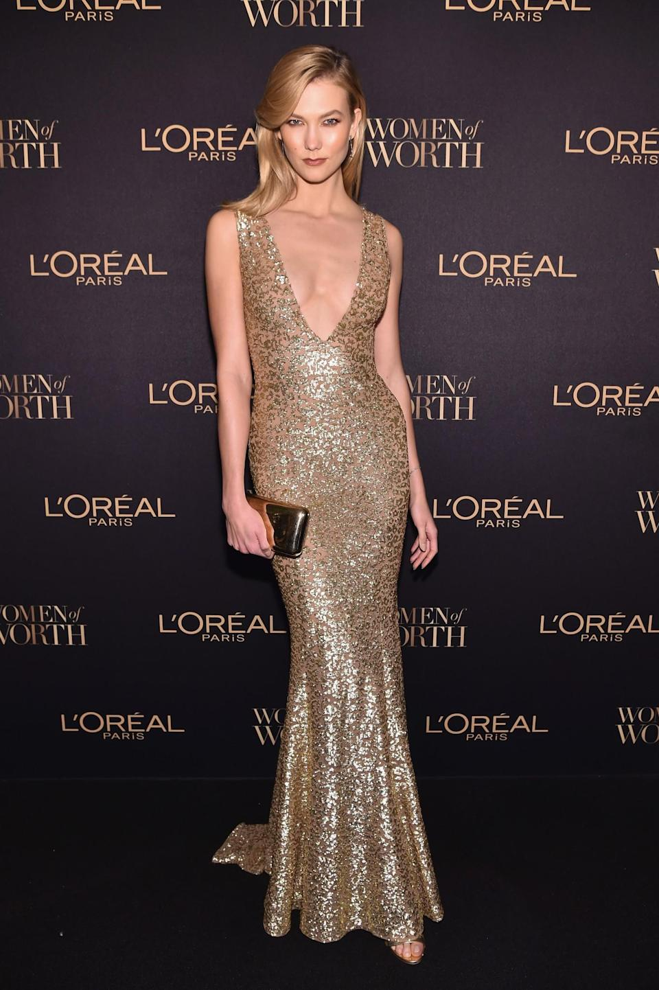 <p>Karlie slipped into a form-fitting Michael Kors dress for the beauty brand's red carpet event. <i>[Photo: Getty]</i> </p>