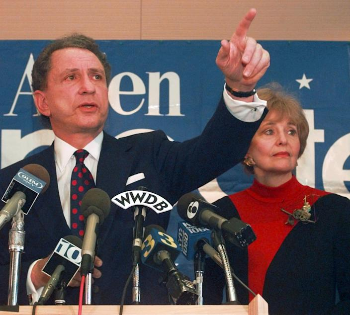 FILE - In this Nov. 22, 1995 file photo, Sen. Arlen Specter, R-Pa., points to a reporter during a news conference in Philadelphia, where he announced that he is dropping out of the 1996 Presidential race. Former U.S. Sen. Arlen Specter, longtime Senate moderate and architect of one-bullet theory in JFK death, died Sunday, Oct. 14, 2012. He was 82. (AP Photo/Nanine Hartzenbusch, file)