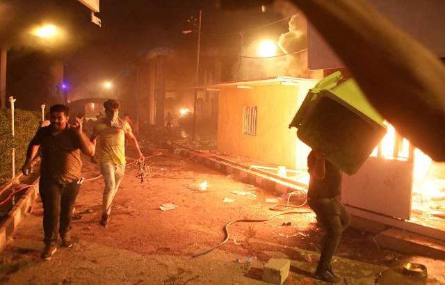 <p>Protesters storm and burn the Iranian consulate building in Basra, 340 miles (550 km) southeast of Baghdad, Iraq, Friday, Sept. 7, 2018. (Photo: Nabil al-Jurani/AP) </p>
