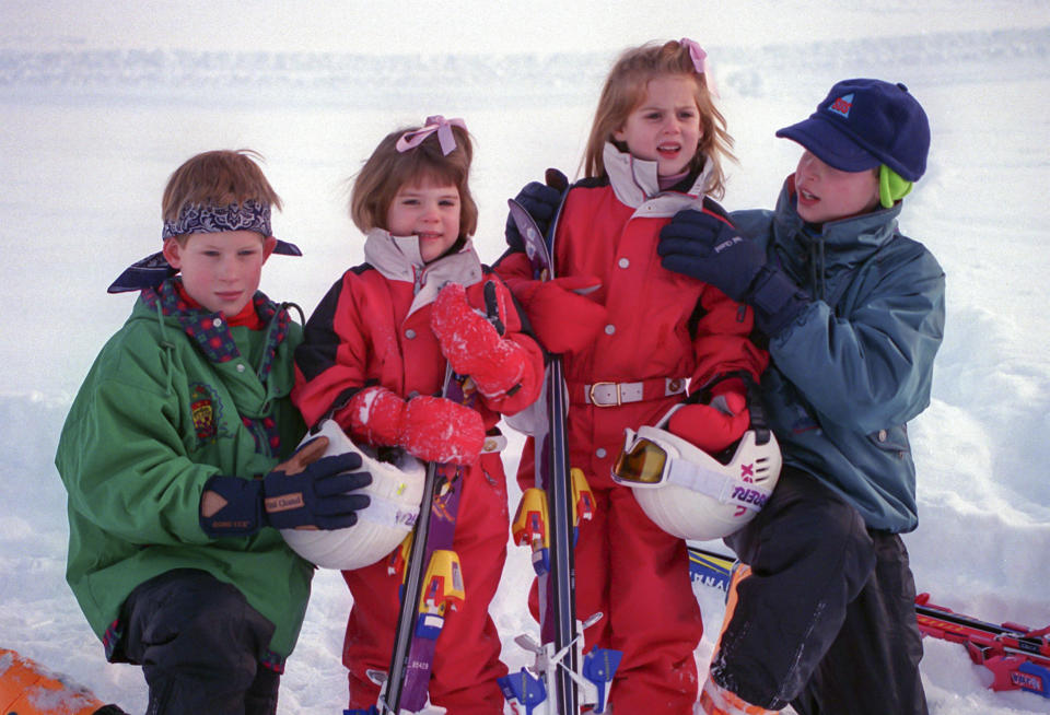 KLOSTERS, SWITZERLAND  -  JANUARY  4:   Prince William, Prince Harry, Princess Beatrice, and Princess Eugenie, on a Skiing holiday in Klosters, Switzerland, on January 4  1995,  in Klosters, Switzerland. (Photo by Julian Parker/UK Press via Getty Images)