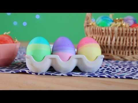<p>A tricolored egg is easy as 1, 2, 3 — three <em>dunks </em><span>that is.</span></p>