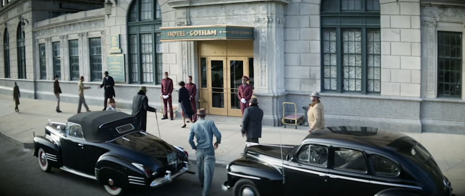 """cast of """"No Sudden Move"""" getting out of a car and getting ready to go into hotel gotham"""