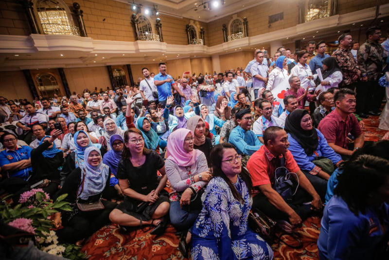 PKR supporters cheer while PKR deputy president Datuk Seri Azmin Ali is giving his speech during the 'SPV 2030' dinner at Hotel Renaissance Kuala Lumpur December 8, 2019. — Picture by Hari Anggara
