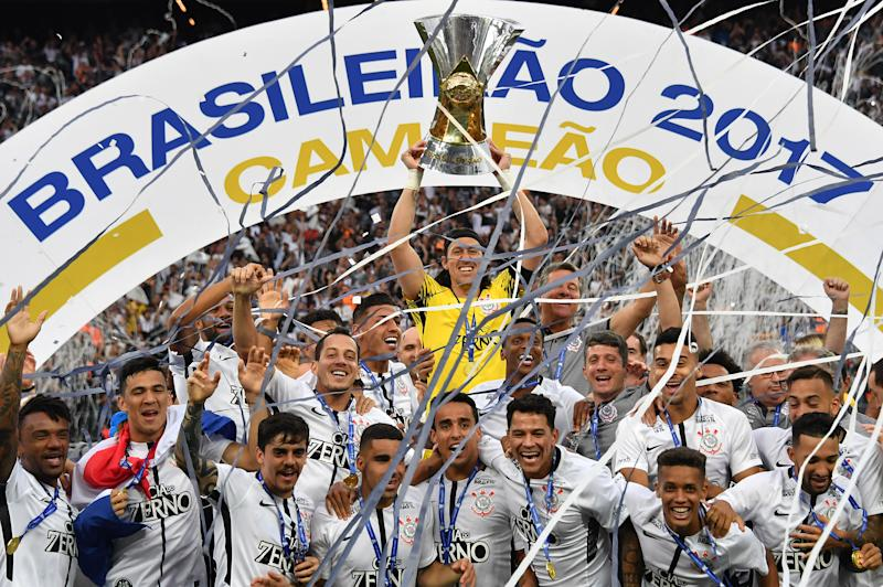 Corinthians' captain Cassio (C) holds the trophy after the team defeats Atletico Mineiro and wins the Brazilian championship at Arena Corinthians stadium in Sao Paulo Brazil on November 26, 2017. / AFP PHOTO / NELSON ALMEIDA (Photo credit should read NELSON ALMEIDA/AFP via Getty Images)