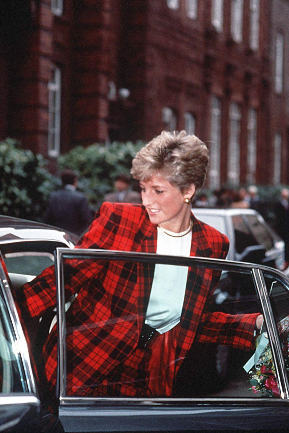 <p>And red, like this ensemble she wore in 1991. </p>