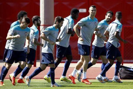 Portugal's Cristiano Ronaldo (3rd from R) jogs with teammates during a team training session in Brasilia ahead of their 2014 World Cup Group G soccer match against Ghana, June 25, 2014. REUTERS/Ueslei Marcelino
