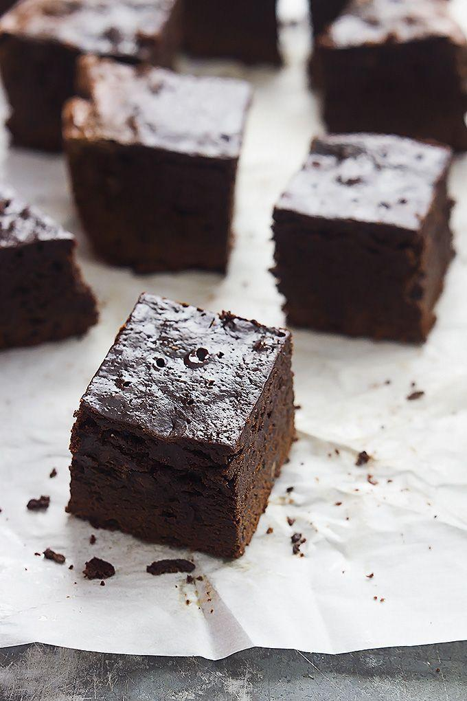 """<p>Make these bakery-worthy brownies for your family and they'll be finished off in no time.</p><p><strong>Get the recipe at <a href=""""https://www.lecremedelacrumb.com/slow-cooker-brownies/"""" rel=""""nofollow noopener"""" target=""""_blank"""" data-ylk=""""slk:Creme de la Crumb"""" class=""""link rapid-noclick-resp"""">Creme de la Crumb</a>.</strong></p>"""