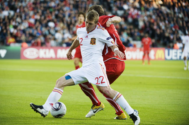 Spain's Iker Muniain (L) vies with Switzerland's Philippe Koch during the UEFA Under-21 European Championship final football match Spain vs Switzerland at the Aarhus Stadium, on June 25, 2011. AFP PHOTO/JONATHAN NACKSTRAND (Photo credit should read JONATHAN NACKSTRAND/AFP/Getty Images)
