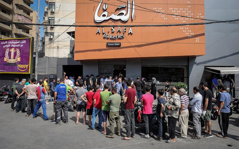 Crowds queue to buy bread at a local bakery in Beirut, Lebanon - Bloomberg